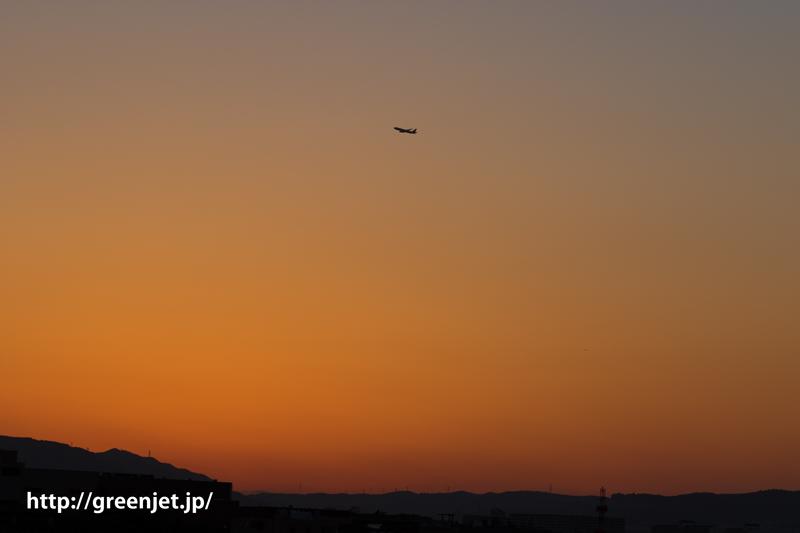 ゴールデンウィークに訪れた伊丹空港の上空 この日はきれいな夕焼け空になりました