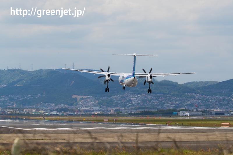 伊丹空港 千里川土手より RWY32Rへファイナルアプローチ