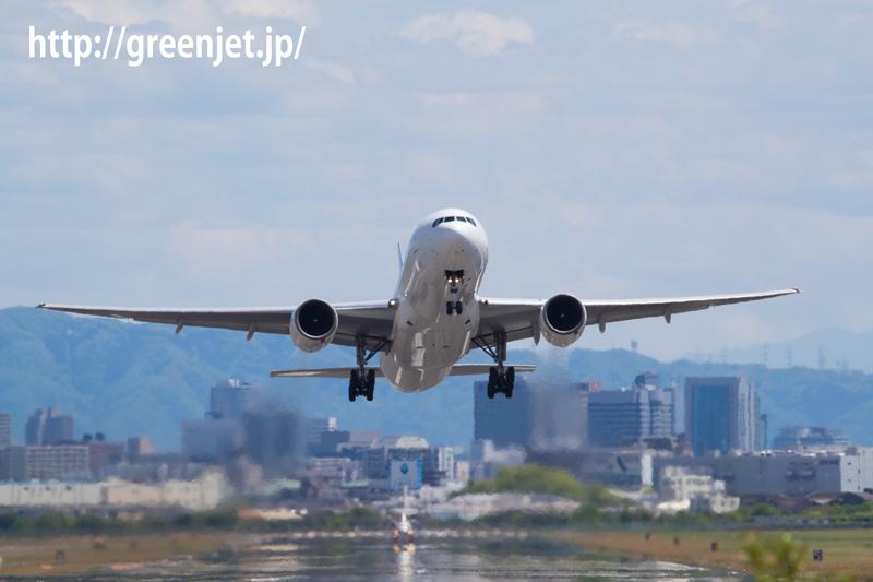 伊丹空港 猪名川土手のテイバンスポットより、RWY32Lからのテイクオフを狙う