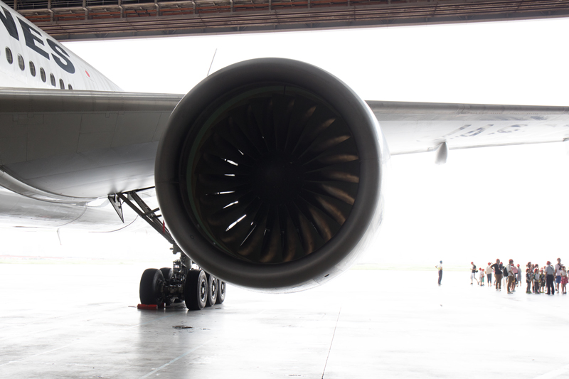 JALの工場見学にて 格納庫で撮影したボーイング777のエンジン