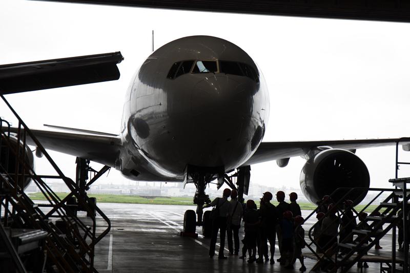 JALの工場見学にて 格納庫で撮影したボーイング777の顔