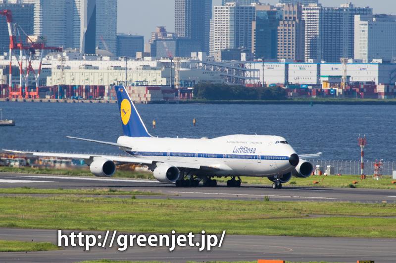 ルフトハンザ航空のボーイング747-830 レトロカラー