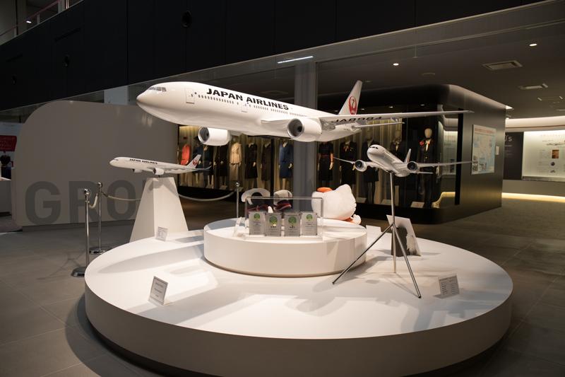 JALの工場見学にて 展示エリアの飛行機模型
