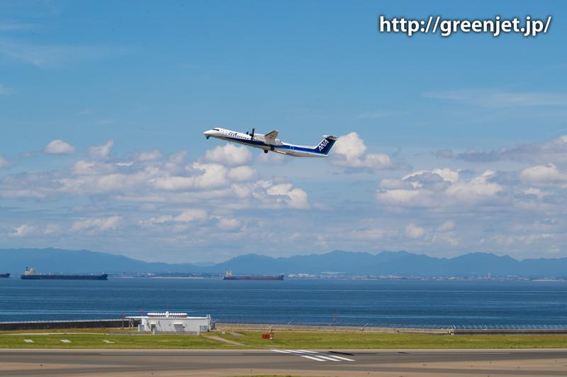 中部国際空港(セントレア)RWY18から離陸するANAウイングス Bombardier DHC-8-402Q Dash 8