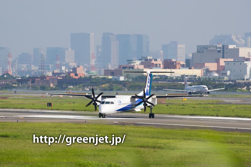 伊丹 エアフロントオアシス下河原 ANAウイングス Bombardier DHC-8-402Q Dash 8