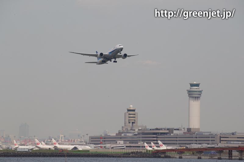羽田空港のRWY16RからテイクオフするANAのボーイング787
