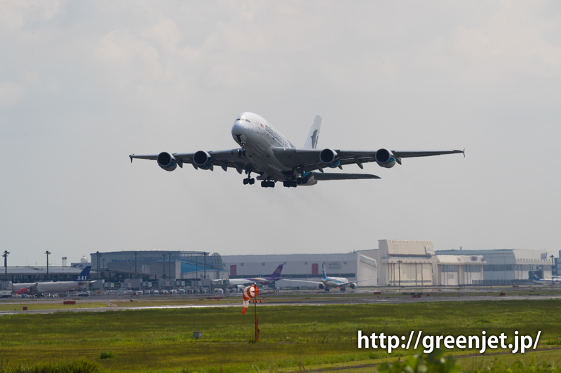 マレーシア航空のエアバスA380 成田空港にて RWY34Lからテイクオフ