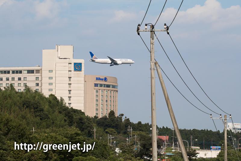 成田空港周辺にて、着陸前のユナイテッド航空のボーイング787