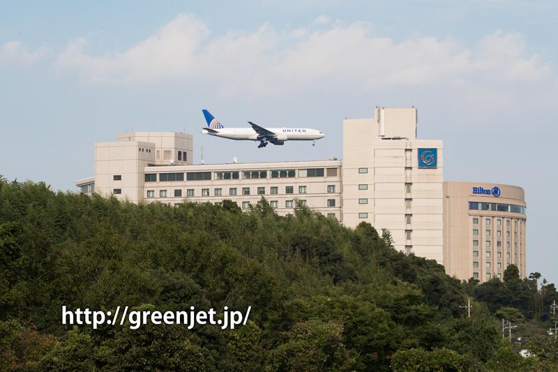 成田空港周辺にて、着陸前のユナイテッド航空のボーイング777