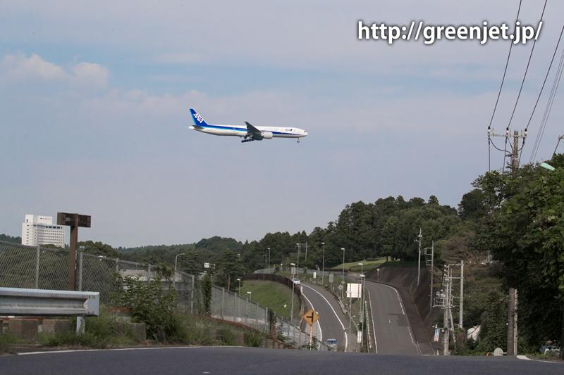 成田空港周辺にて、着陸前のANAのボーイング777