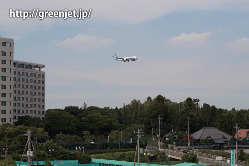 成田空港周辺にて、着陸前のANAのボーイング787