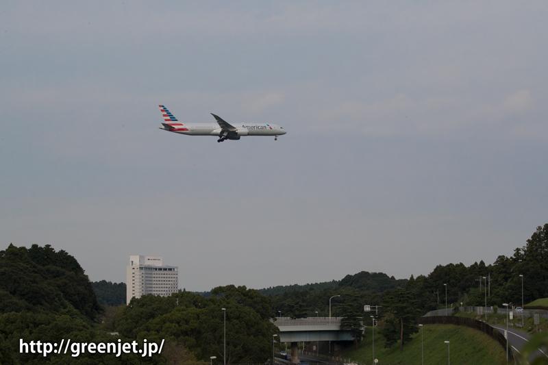 成田空港周辺にて、着陸前のアメリカン航空のボーイング787