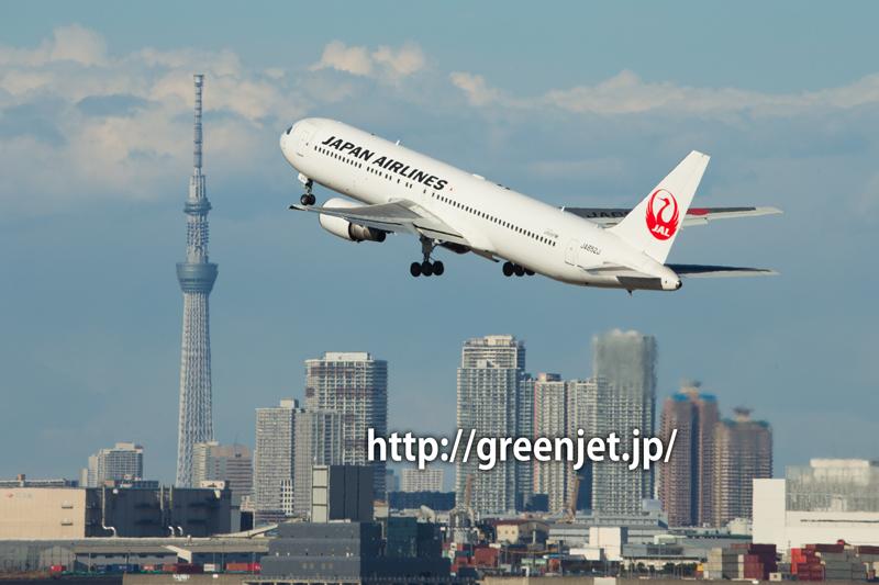 東京スカイツリーとJAL ボーイング767-346/ER