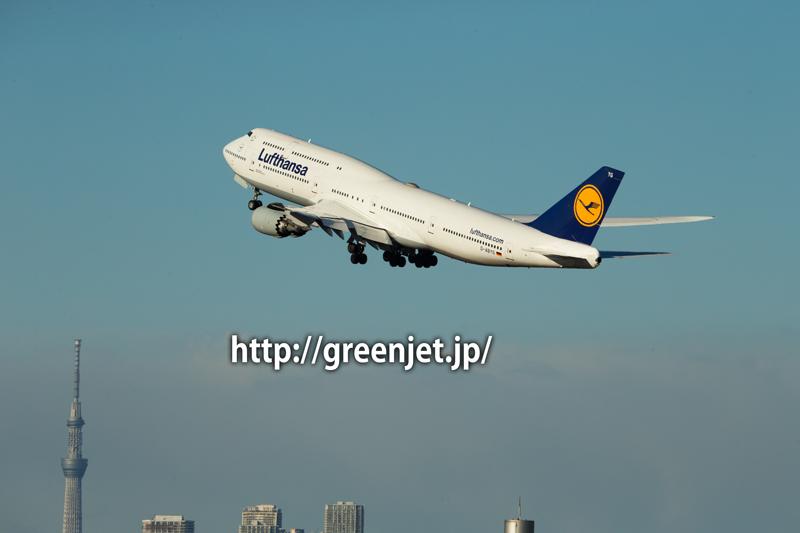 東京スカイツリーとルフトハンザドイツ航空のボーイング747-830