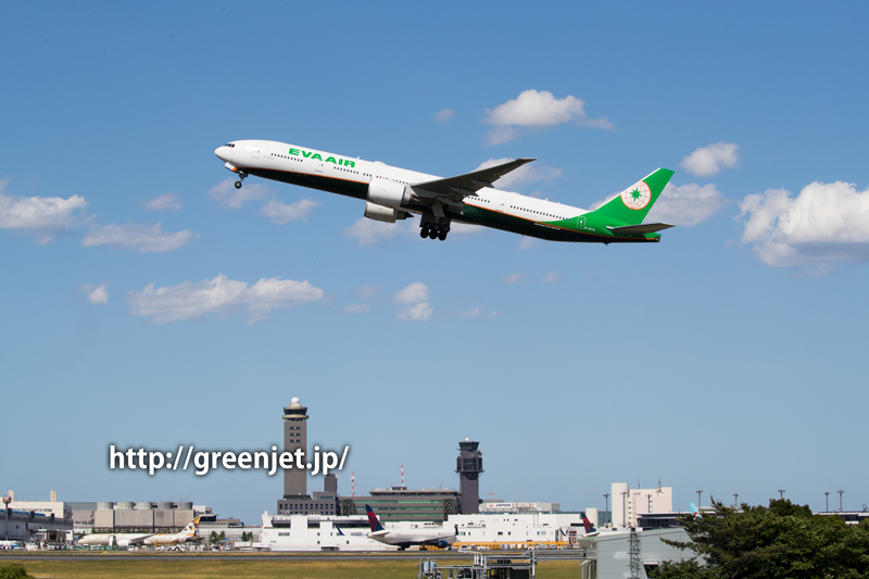 成田空港RWY34Lからテイクオフするエバー航空 ボーイング 777-35E/ER