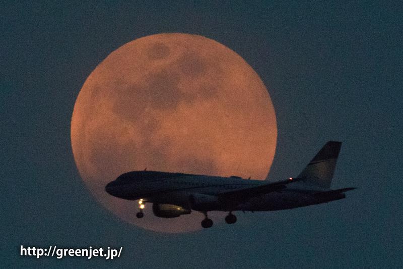 東扇島で撮った満月とエアバスA320