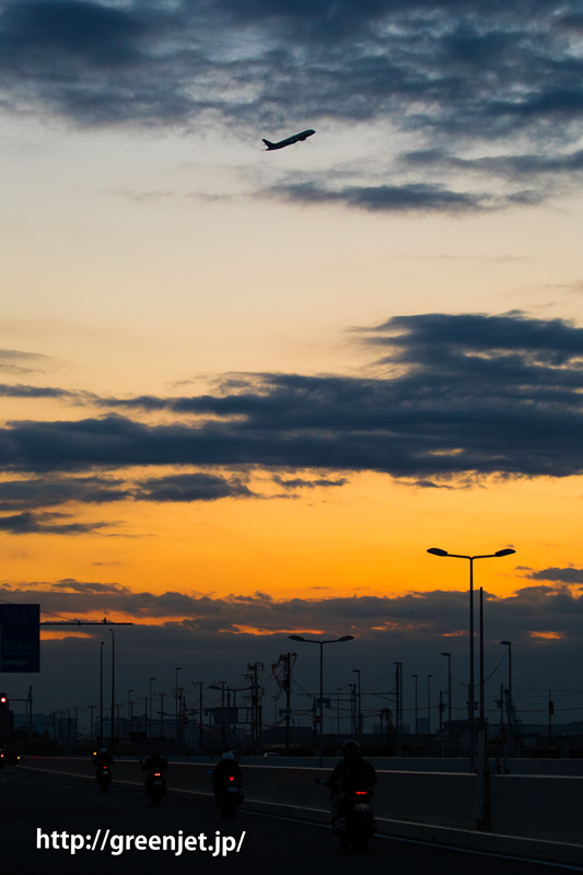 夕陽と飛行機/羽田空港付近にて
