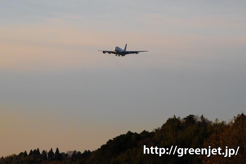 夕陽とタイ国際航空のエアバスA380