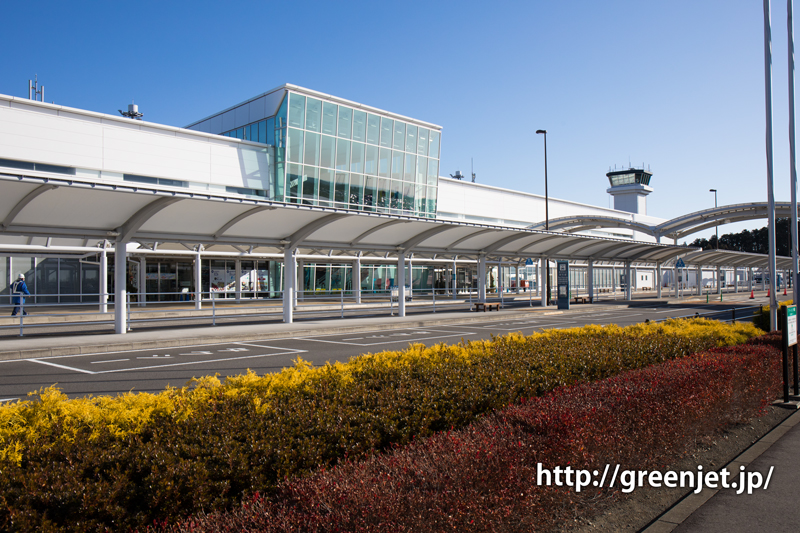 富士山静岡空港のエントランスと管制塔