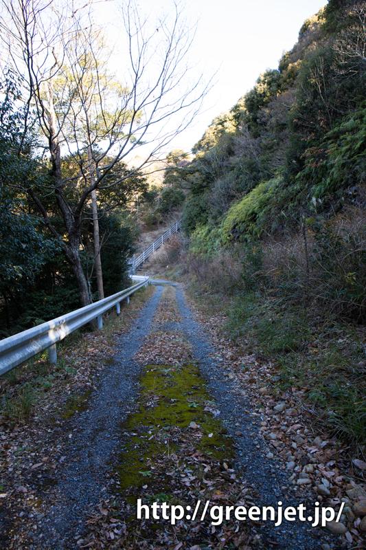 富士山静岡空港滑走路東側南展望台へ通じる道