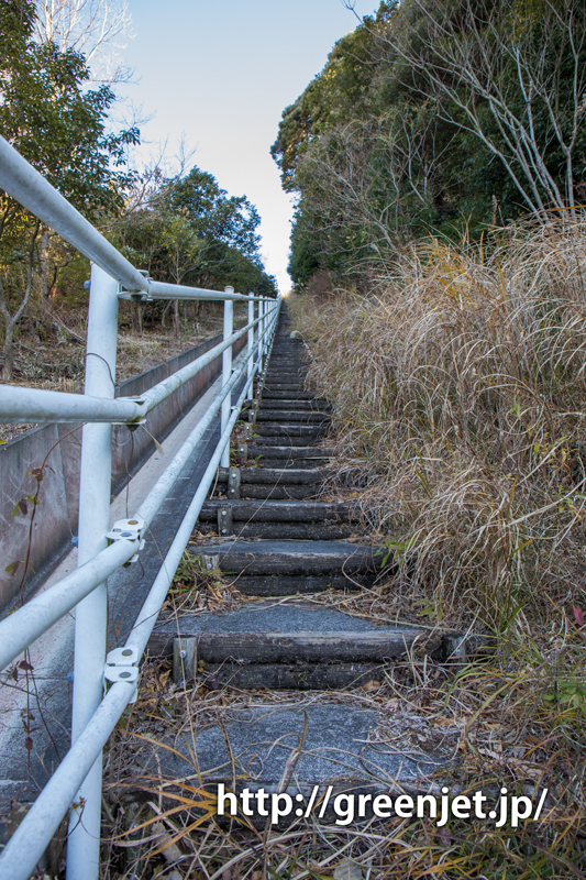 富士山静岡空港滑走路東側南展望台へ通じる階段