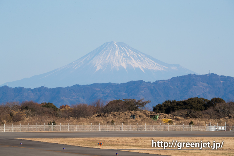 富士山静岡空港滑走路東側南展望台からの富士山の眺望