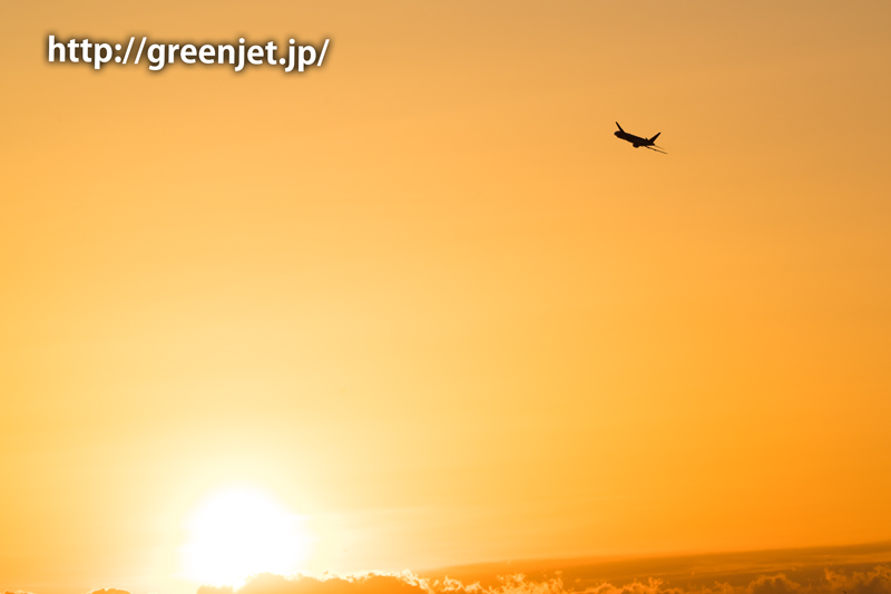朝焼けと飛行機@城南島