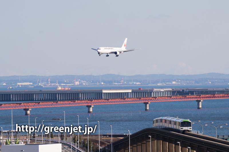 東京モノレールと飛行機