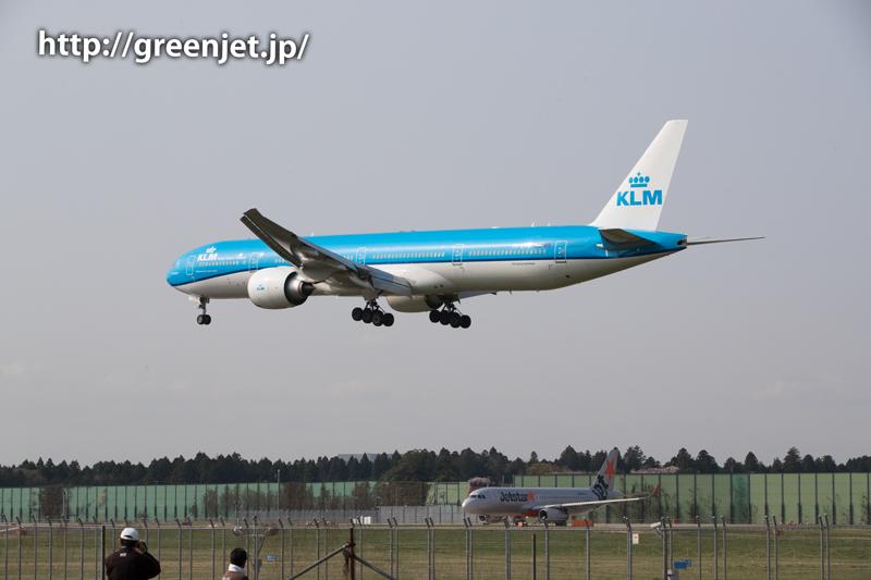 KLMのトリプルセブン@第三四本木橋