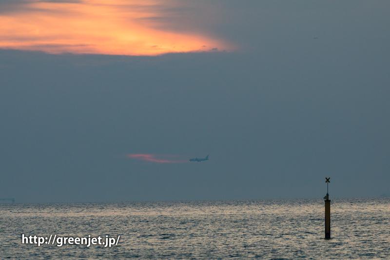二色の浜公園より~関空へ着陸する飛行機