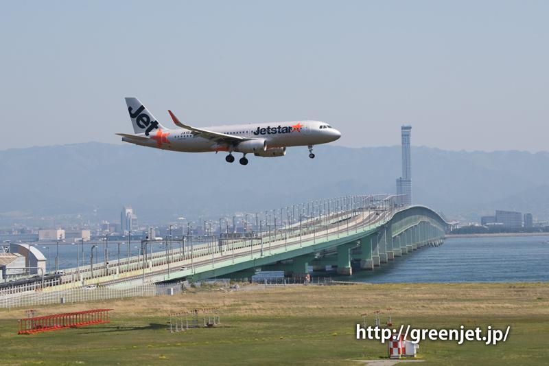 関空連絡橋とジェットスターのA320