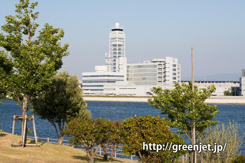 第二ターミナル側から撮る関空の管制塔