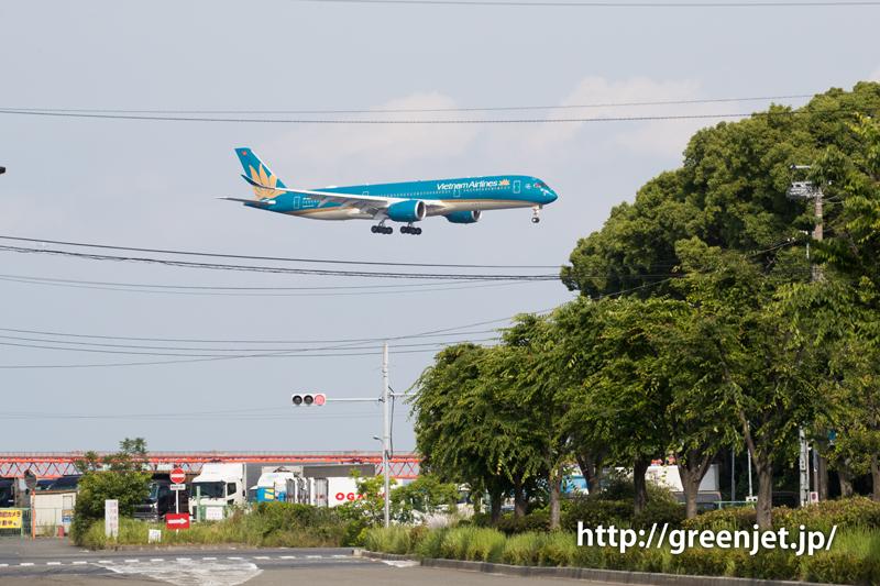 京浜島つばさ公園付近にて、ベトナム航空のA350