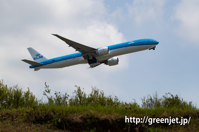 KLMのB777を超低アングルで激写@さくらの丘