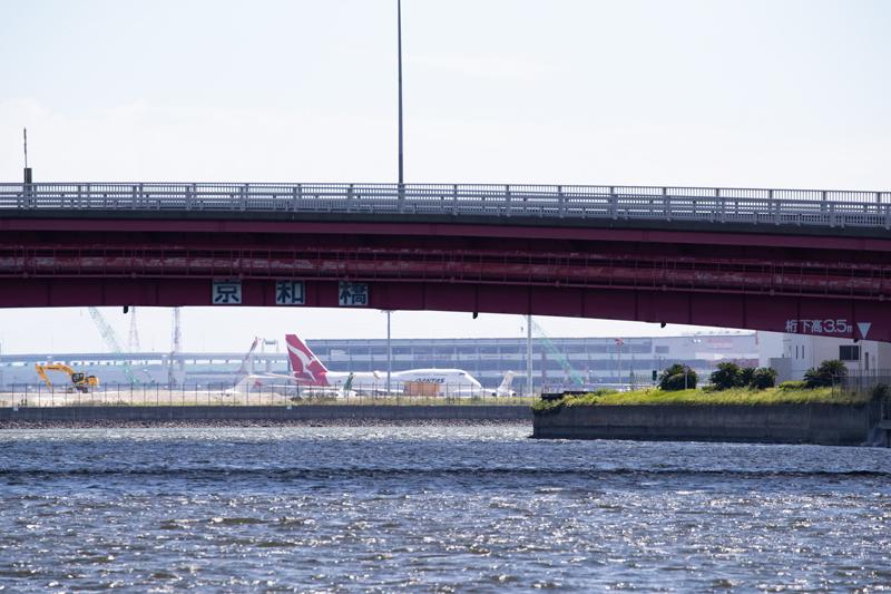 クルーズ船上から撮影した飛行機@羽田