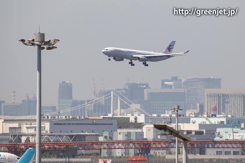 チャイナイースタンのA330@羽田空港第二ターミナル駐車場