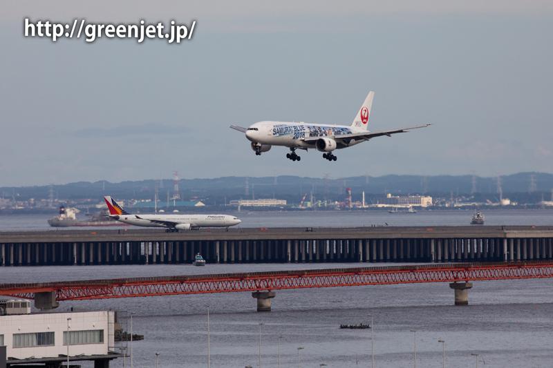 東京湾をバックに~SAMURAI BLUE応援ジェット