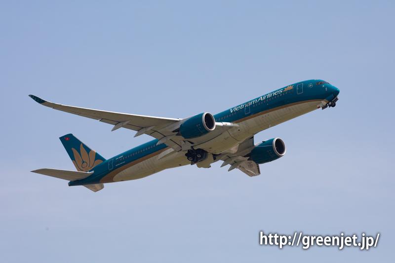 上昇するベトナム航空のエアバスA350@成田