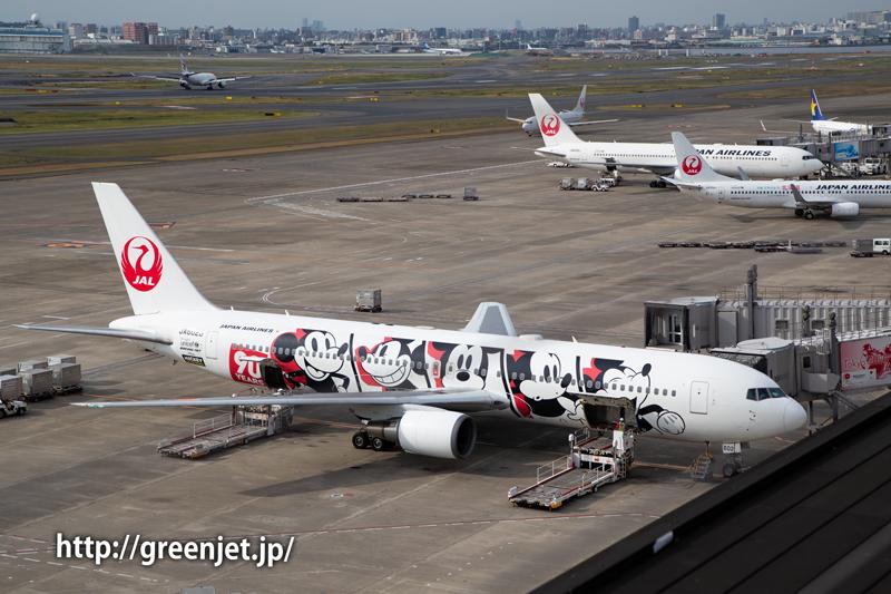 JALのミッキーマウススクリーンデビュー90周年特別塗装機