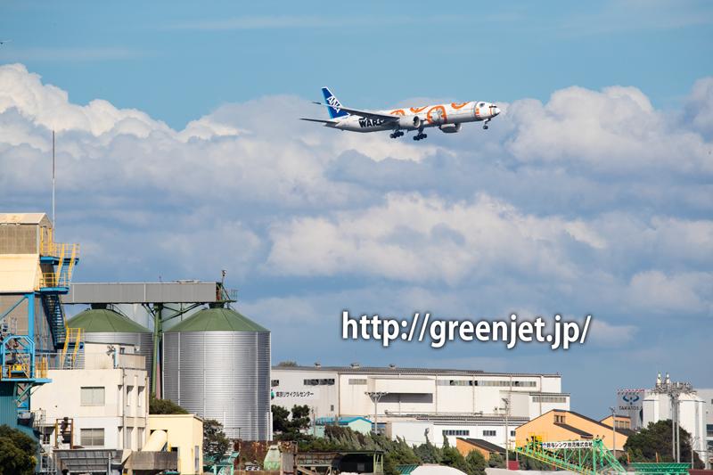 羽田の海上からANAスターウォーズジェット C-3PO