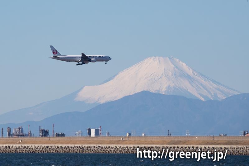 富士山と羽田へ進入する飛行機