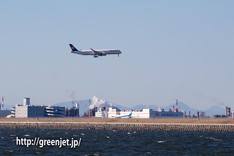 海上から捉えた羽田に進入するルフトハンザのA350