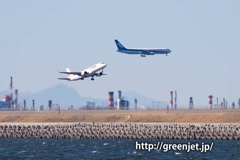 富士山と飛行機のショットは美しい~羽田 J・AIRのERJ-190
