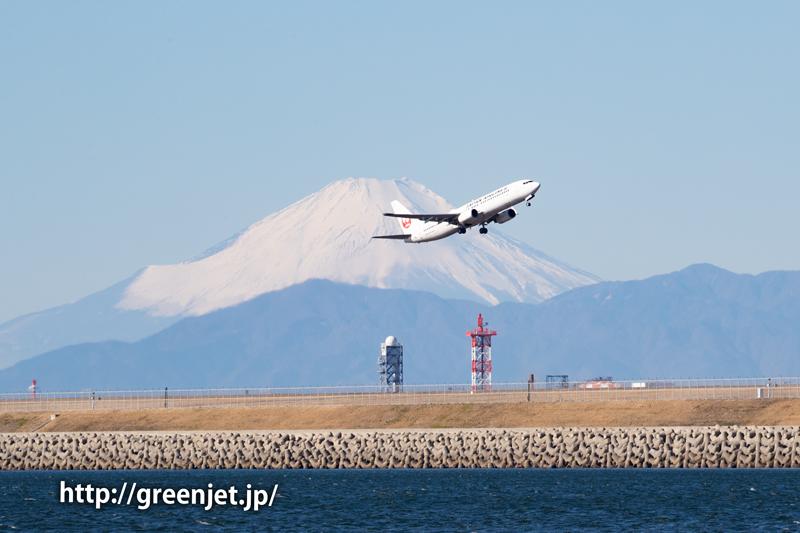 富士山と飛行機のショットは美しい~羽田 JALのB737