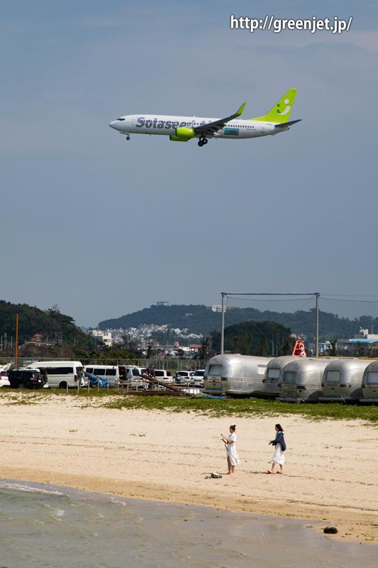 憧れの瀬長島ビーチで撮る飛行機~ソラシドのB737
