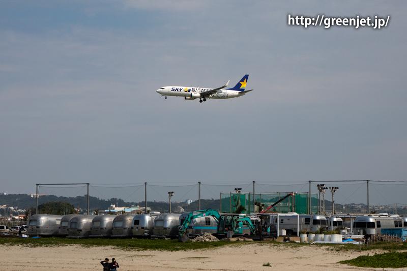 憧れの瀬長島ビーチで撮る飛行機~スカイマークのBリーグジェット