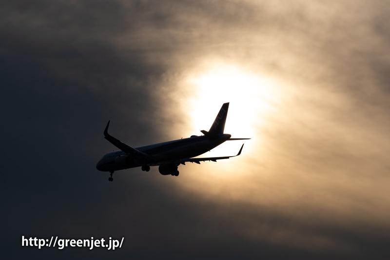 夕闇を切り裂く飛行機@羽田