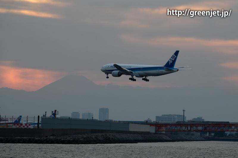ダイヤモンド富士と飛行機