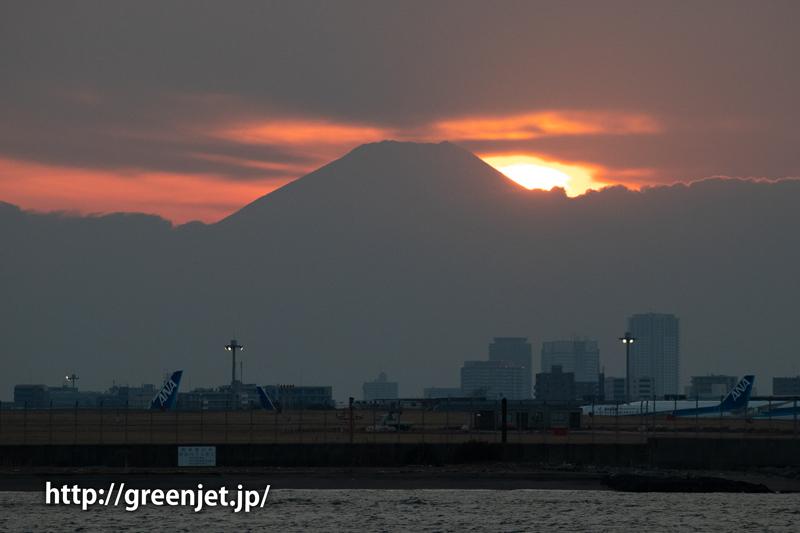イヤモンド富士と飛行機