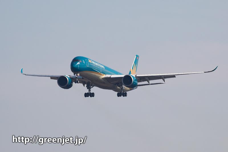 ベトナム航空のエアバスA350を畑ポイントで捉える